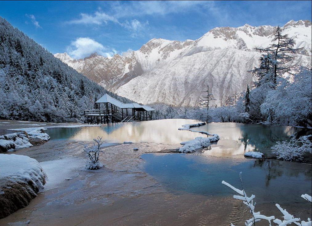 海螺沟拥有世界顶级的旅游资源,是国家级重点风景名胜区,国家级自然